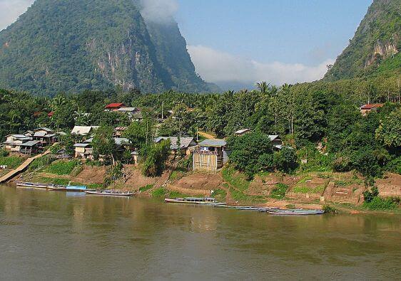 Découvrez la ville de Nong Khiaw au Laos