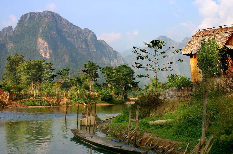 Découvrez la ville fluviale de Vang Vieng dans le centre du Laos