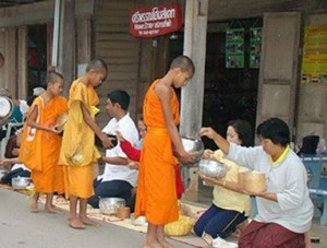 moines laos
